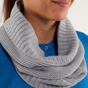 Lululemon chalet keep your neck cozy scarf grey